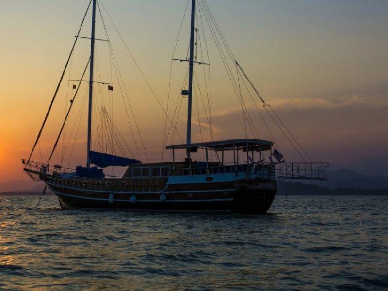 Fethiye Yat Gulet 55 Metre 8 Kişi Mavi Sularda Tatil İmkanı