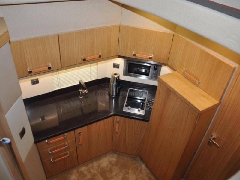 Göcek tekne 14 metre 5 kişilik modern mutfak