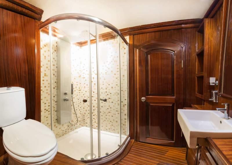 Marmaris Gulet 29 Metre 12 Kişi Duş Kabin Lavabo Klozet